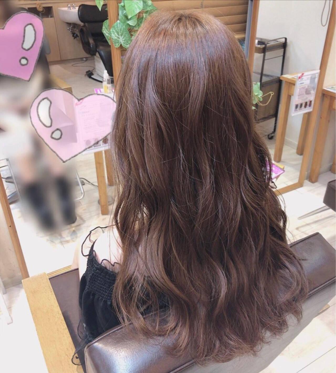 ツヤツヤ 可愛い プラチナムカラー ロングヘアスタイルや髪型の写真・画像