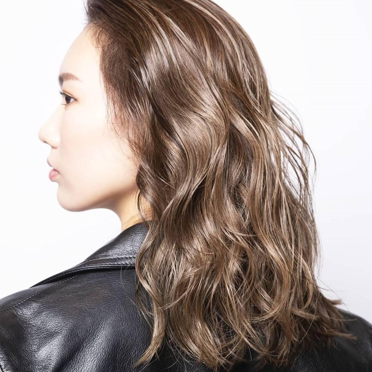 バレイヤージュ ミルクティーグレージュ グラデーションカラー ベージュヘアスタイルや髪型の写真・画像