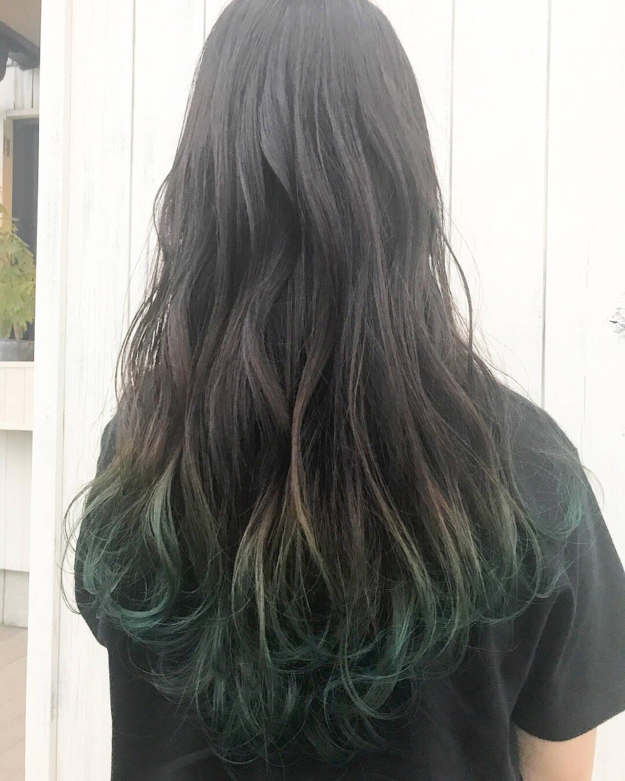 ロング ストリート グリーン インナーカラーヘアスタイルや髪型の写真・画像