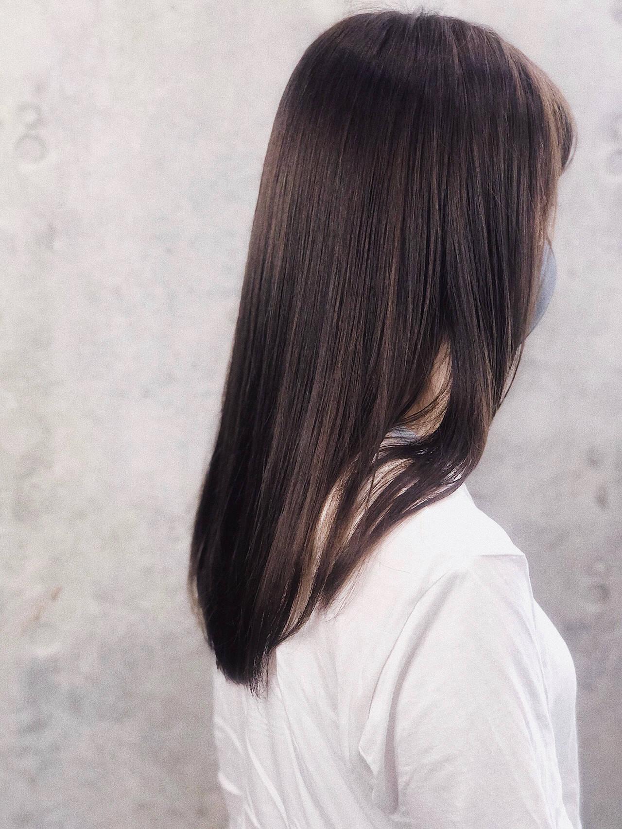 ナチュラル アンニュイほつれヘア レイヤーカット ロングヘアスタイルや髪型の写真・画像