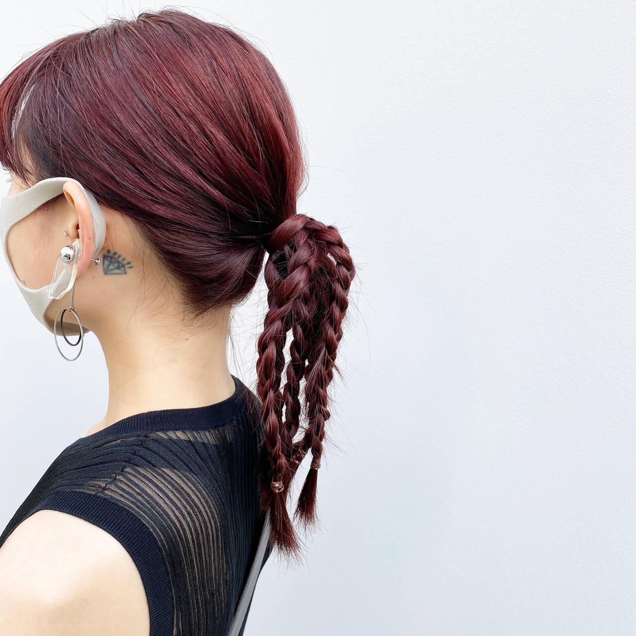 レッドカラー ダブルカラー ポニーテール レットバイオレットヘアスタイルや髪型の写真・画像