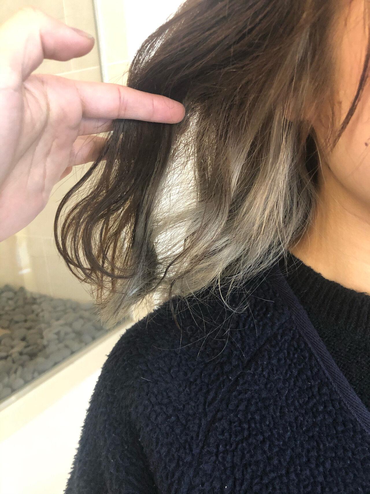 インナーカラーホワイト 3Dハイライト 3Dカラー フェミニンヘアスタイルや髪型の写真・画像