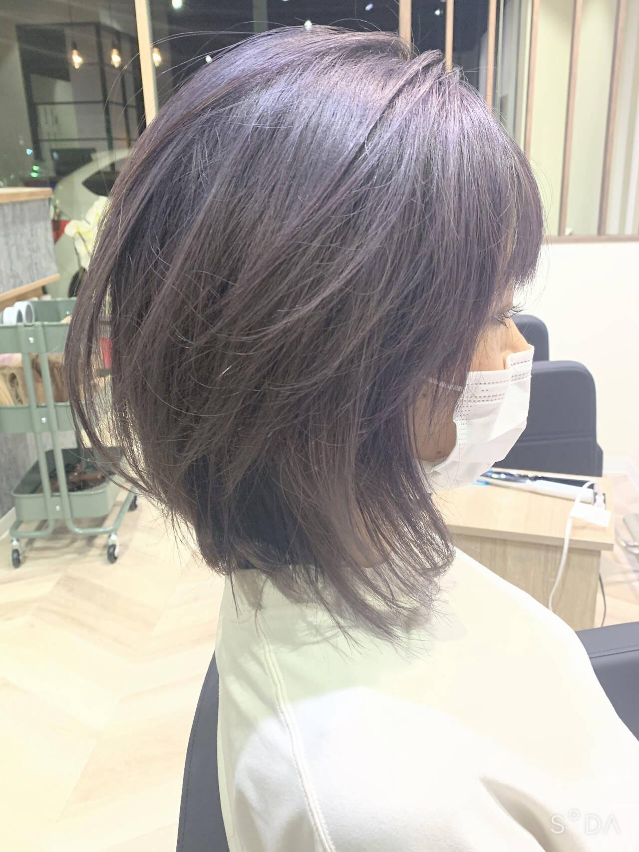ラベンダーグレージュ フェミニン グレーアッシュ ミディアムヘアスタイルや髪型の写真・画像