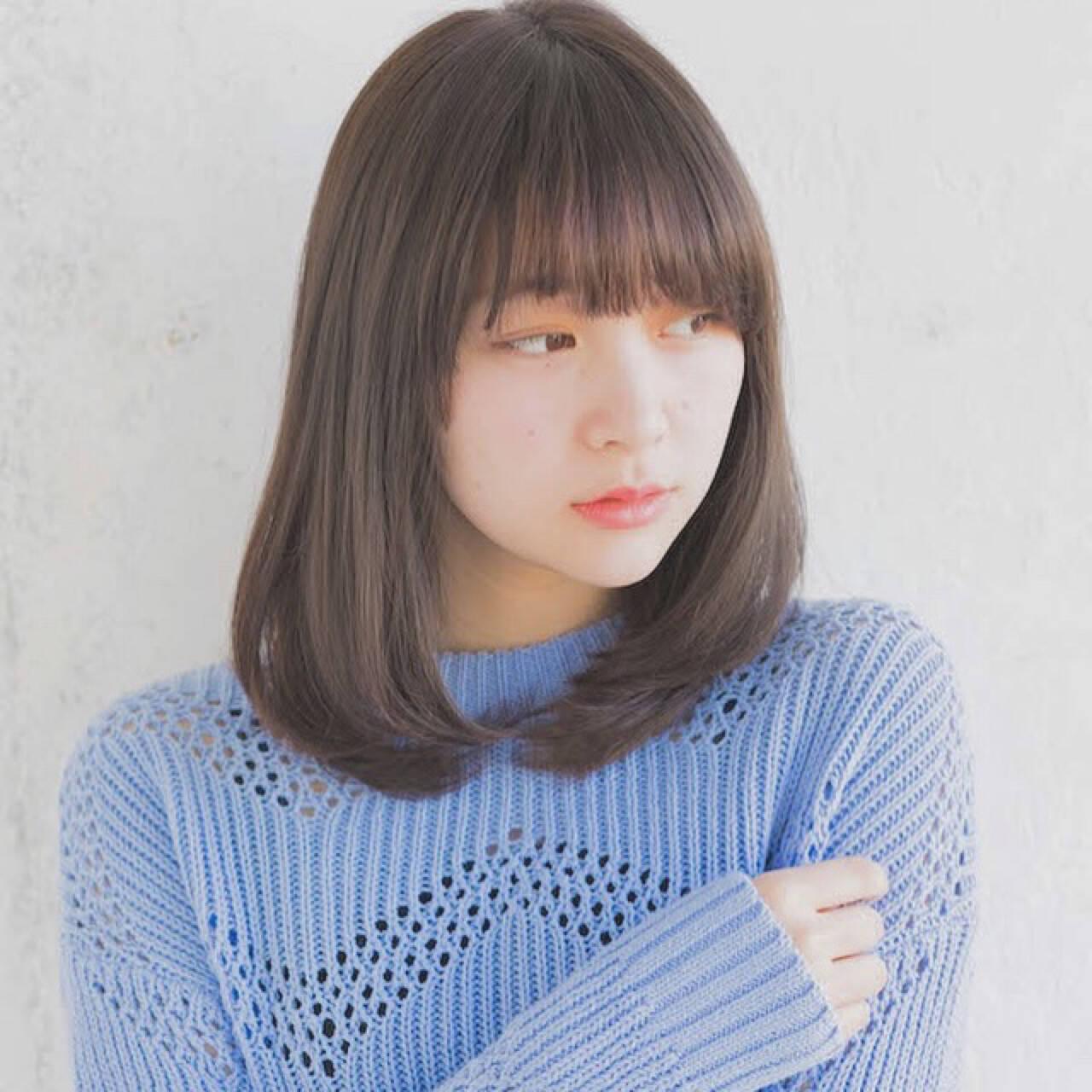 ミディアム デート ロブ オフィスヘアスタイルや髪型の写真・画像