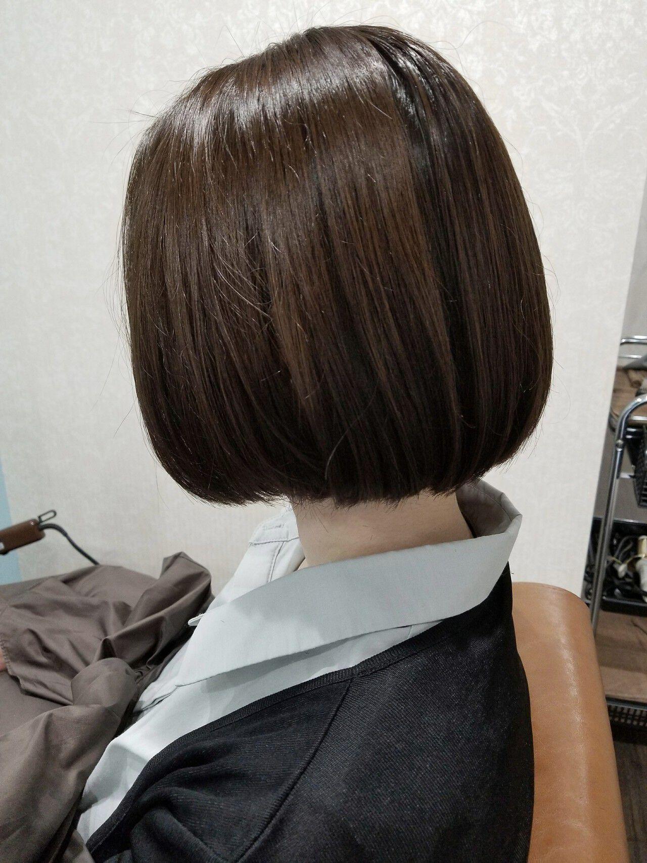 デート ボブ グレージュ 暗髪ヘアスタイルや髪型の写真・画像