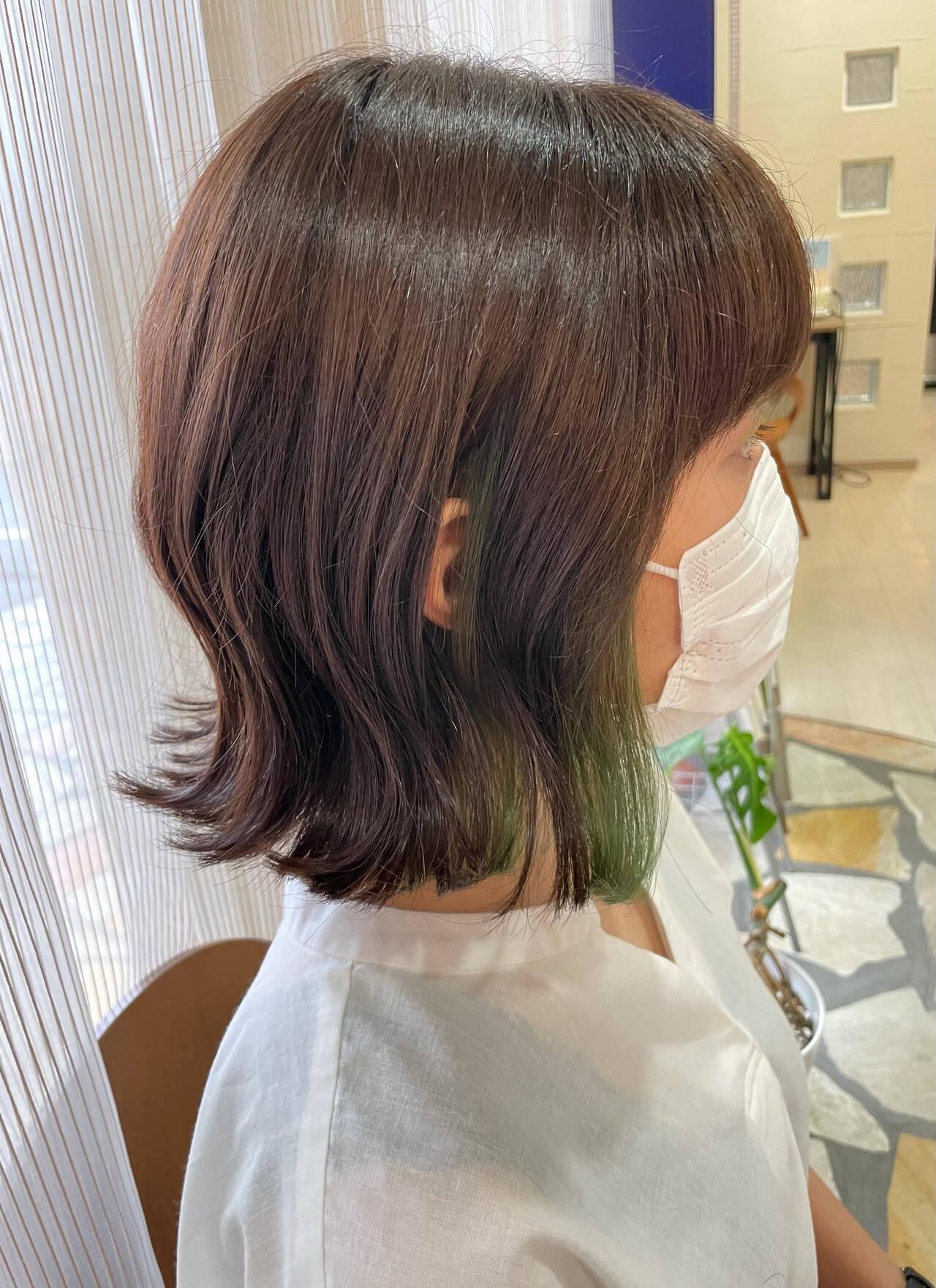 グリーン インナーグリーン イヤリングカラー ボブヘアスタイルや髪型の写真・画像