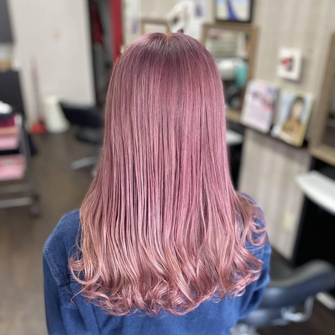 ラベンダーピンク ピンク ミルクティー セミロングヘアスタイルや髪型の写真・画像