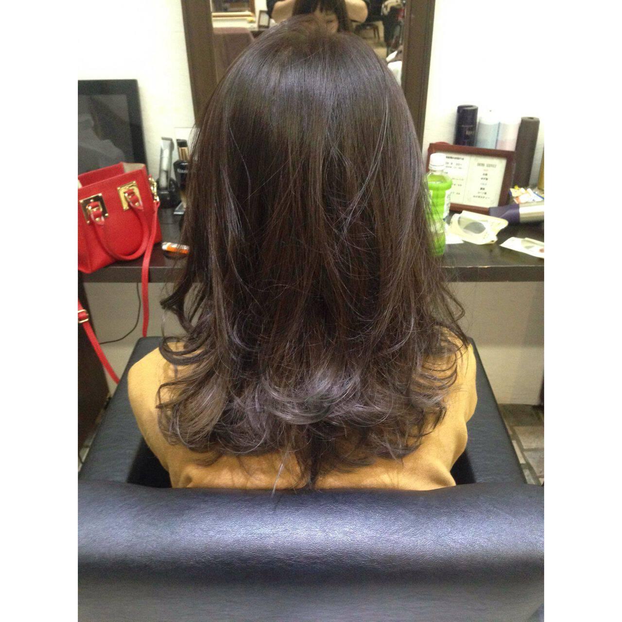 ラベンダーアッシュ 外国人風 ミディアム グレージュヘアスタイルや髪型の写真・画像