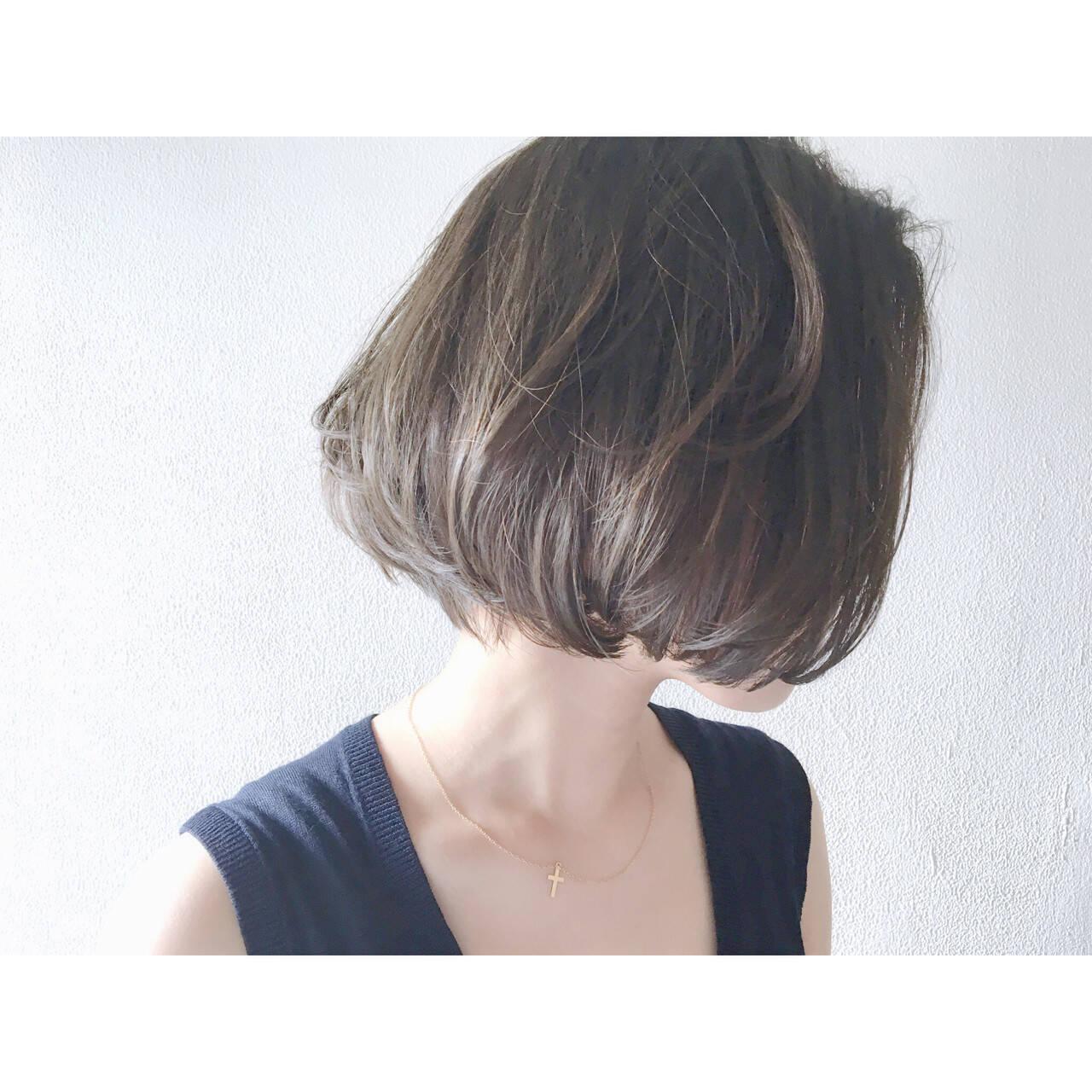 色気 ダークアッシュ ミルクティー アッシュヘアスタイルや髪型の写真・画像