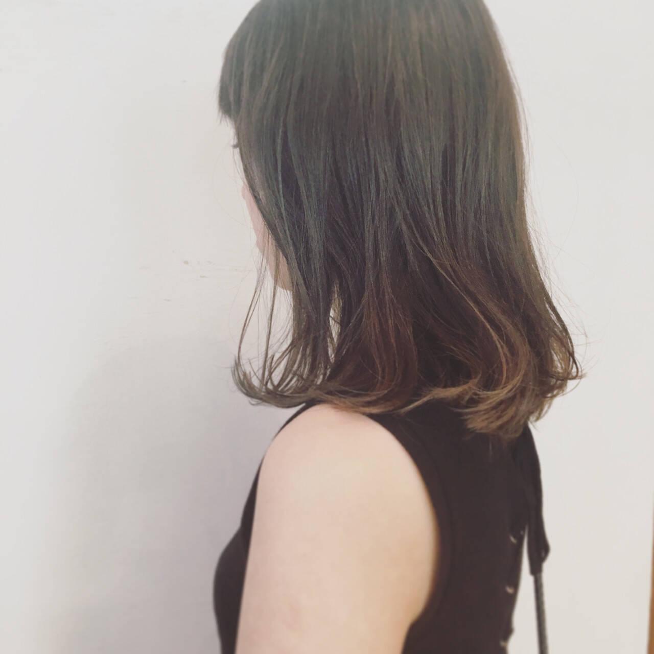 ストリート くせ毛風 ミディアム アッシュヘアスタイルや髪型の写真・画像