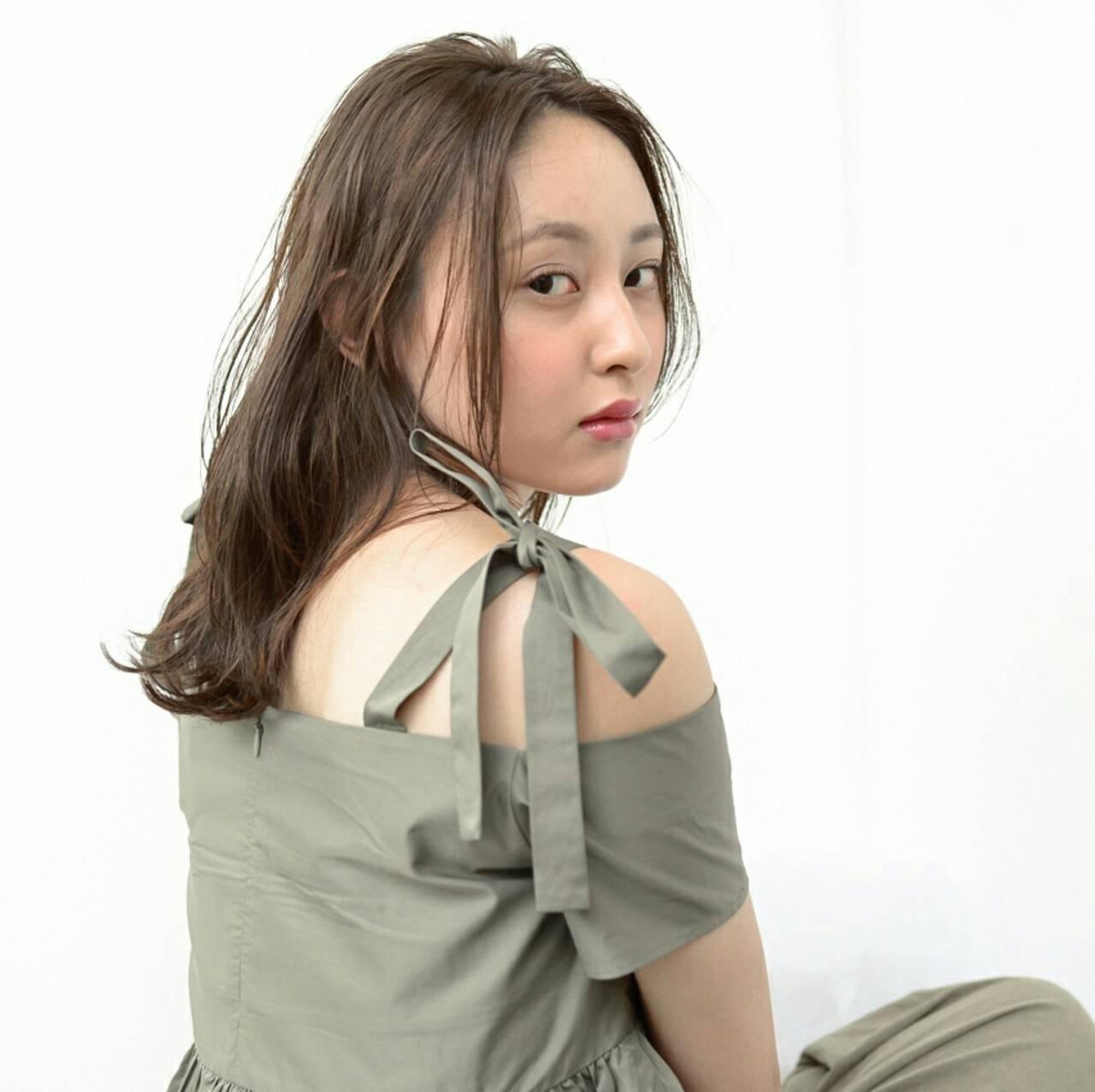 透明感 アッシュ リラックス 秋ヘアスタイルや髪型の写真・画像