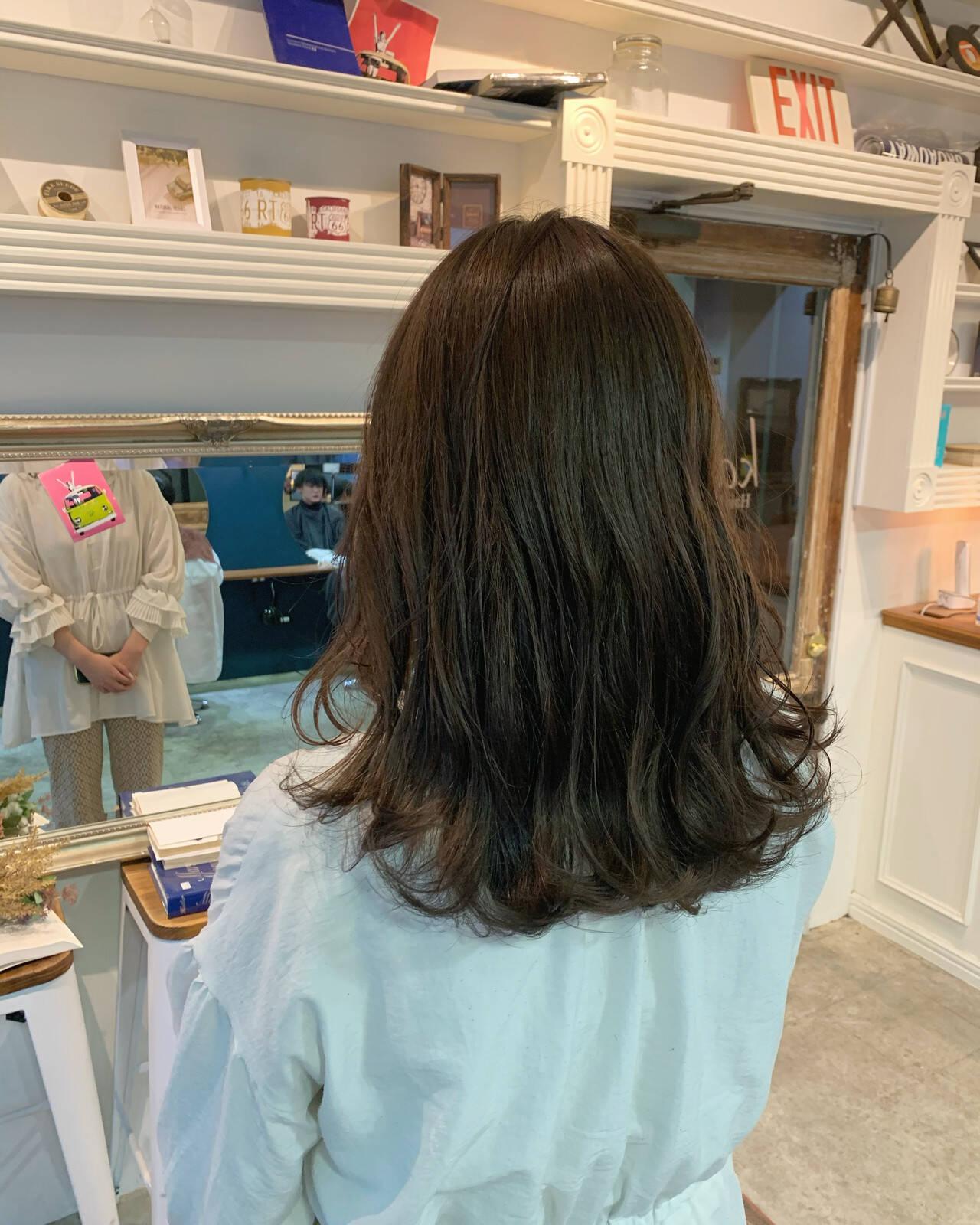 透明感カラー グレージュ 大人可愛い ロングヘアスタイルや髪型の写真・画像