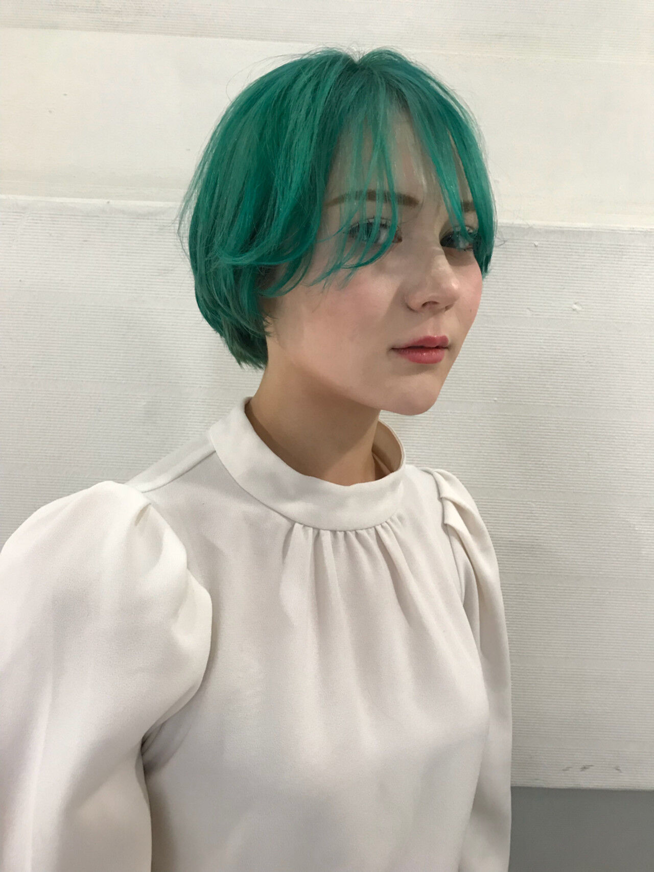 ブルー ダブルカラー グリーン モードヘアスタイルや髪型の写真・画像