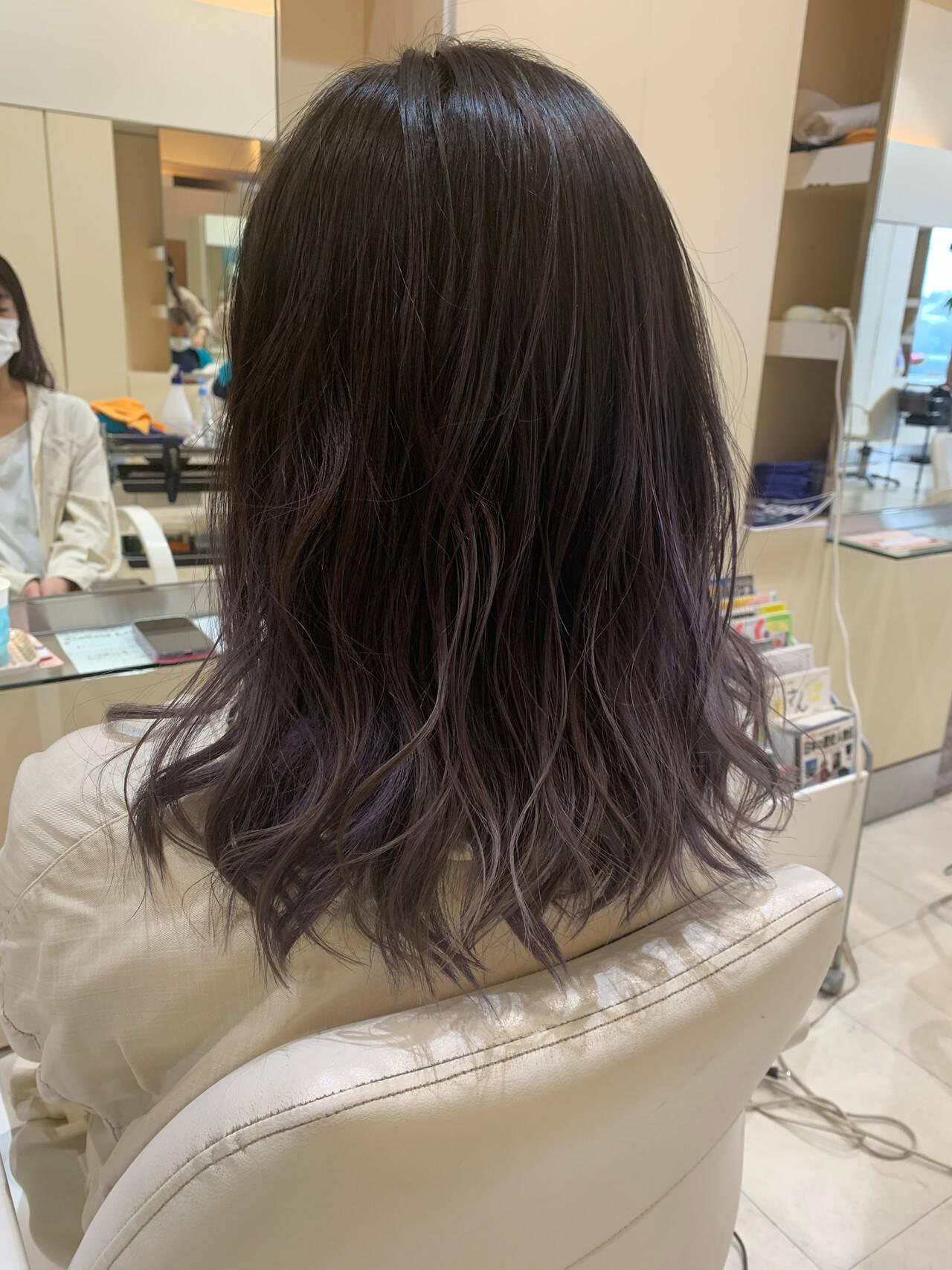 ブリーチ ダブルカラー ラベンダーグレージュ ミディアムヘアスタイルや髪型の写真・画像