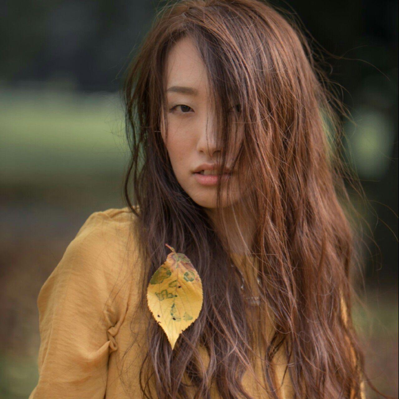 アッシュ ゆるふわ 外国人風 大人かわいいヘアスタイルや髪型の写真・画像
