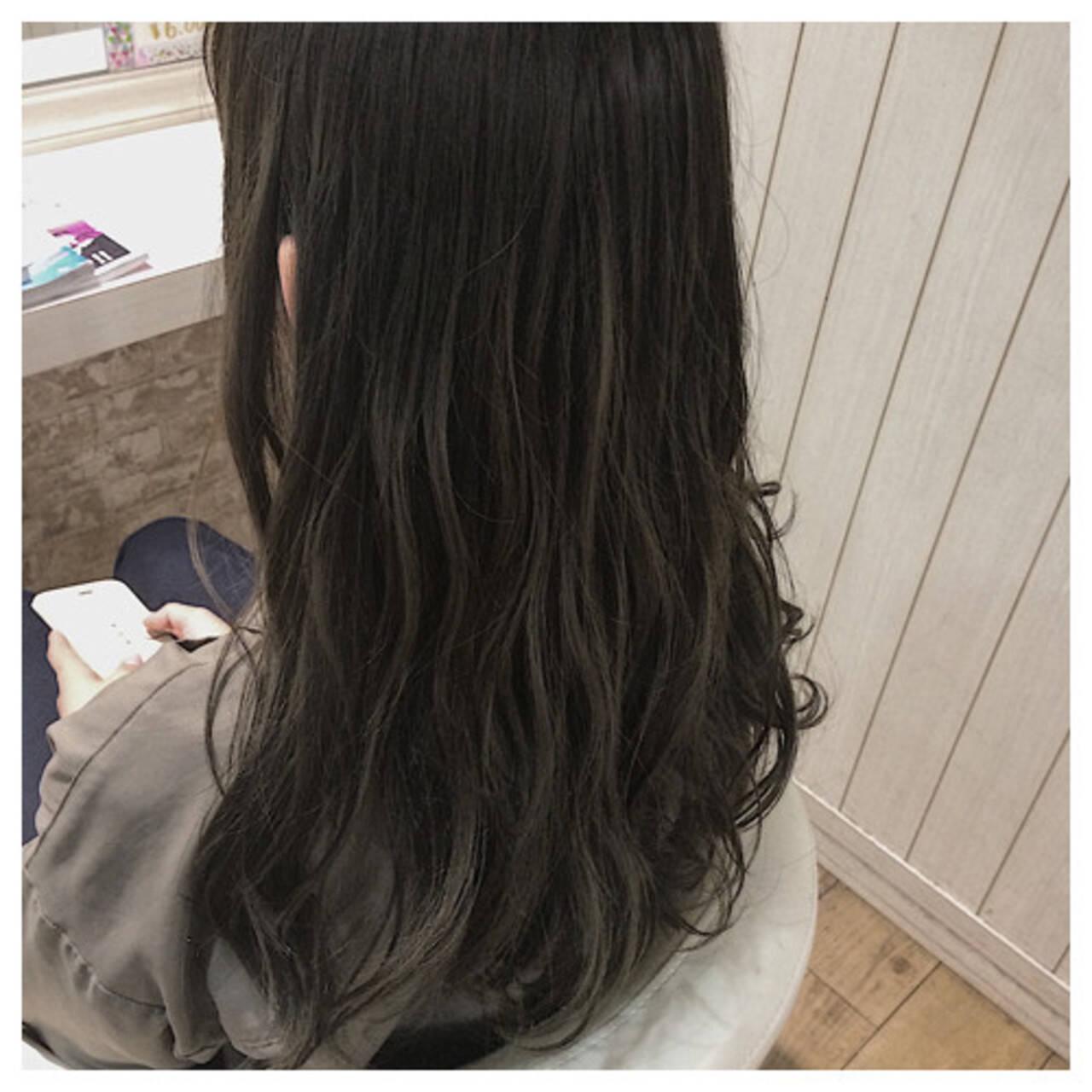 グレージュ アッシュベージュ ハイライト ミディアムヘアスタイルや髪型の写真・画像