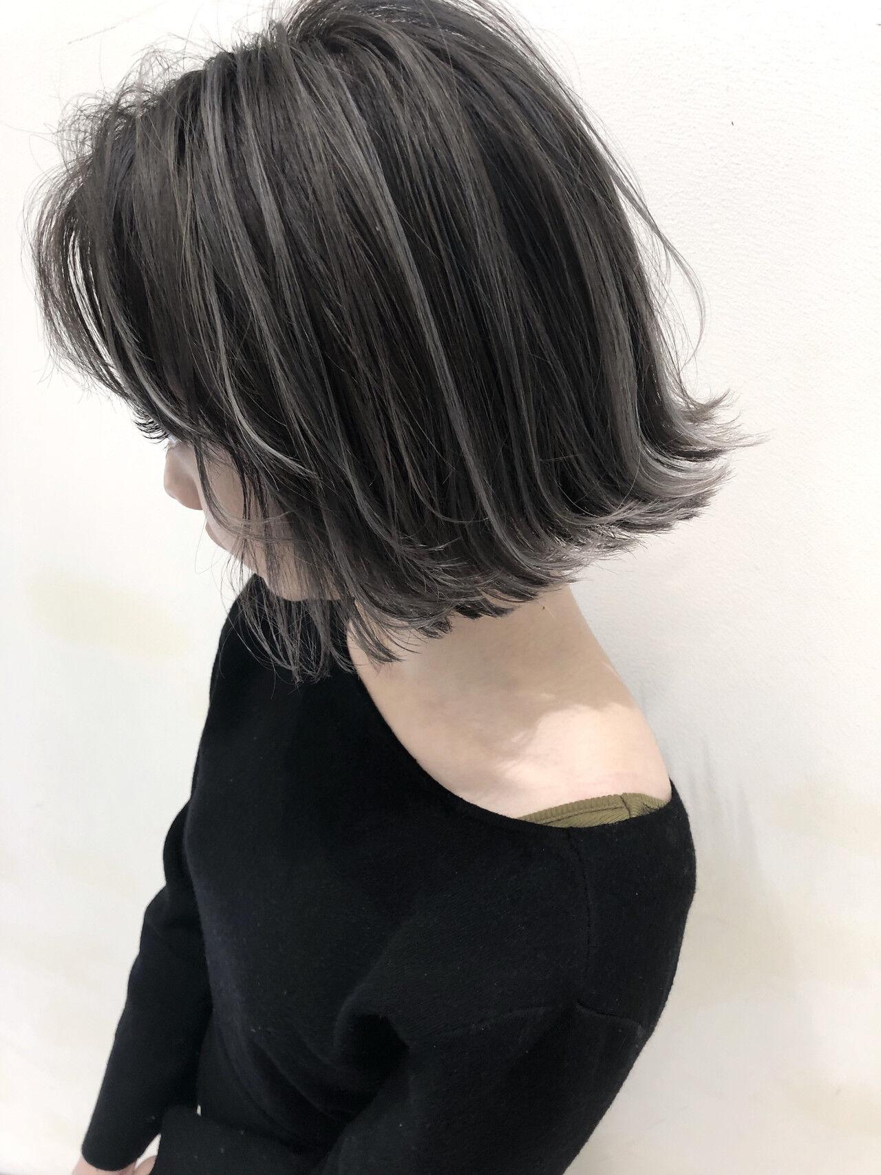 ハイライト グレージュ 外国人風 ウェーブヘアスタイルや髪型の写真・画像