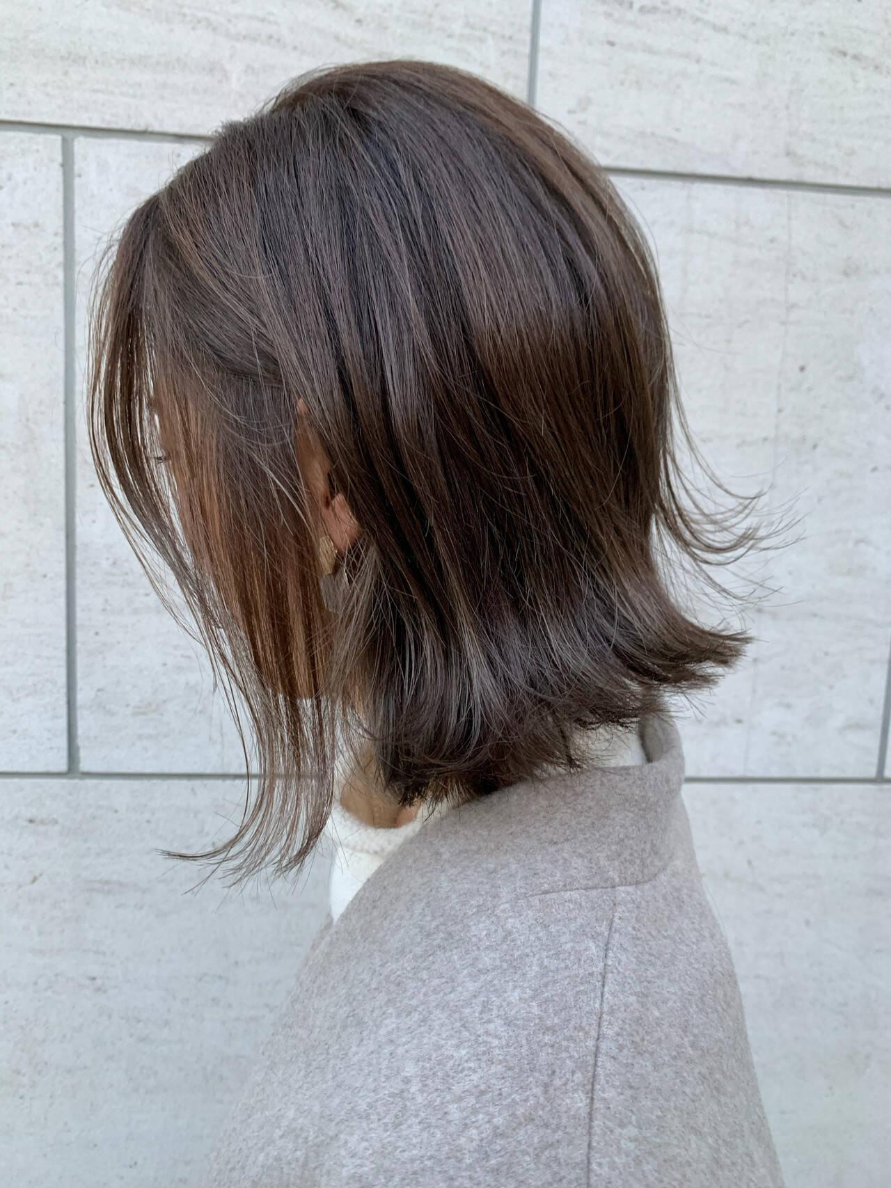 グレージュ ボブ 大人ハイライト ナチュラルヘアスタイルや髪型の写真・画像
