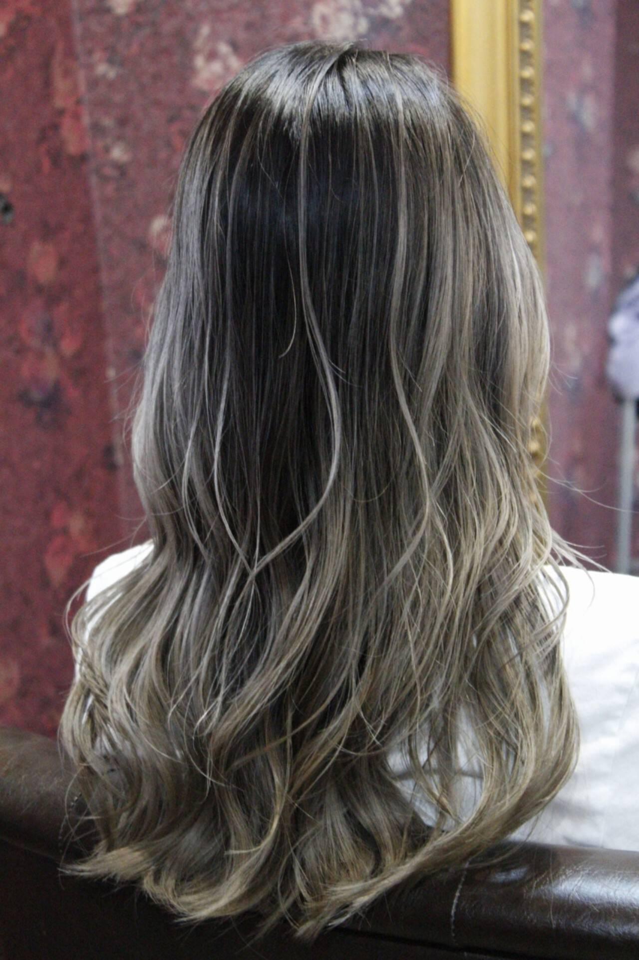 バレイヤージュ 外国人風カラー フェミニン グレージュヘアスタイルや髪型の写真・画像