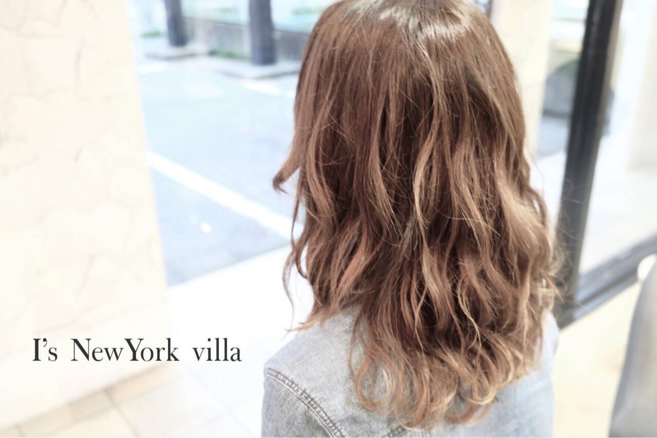 セミロング アッシュ ストリート 外国人風ヘアスタイルや髪型の写真・画像