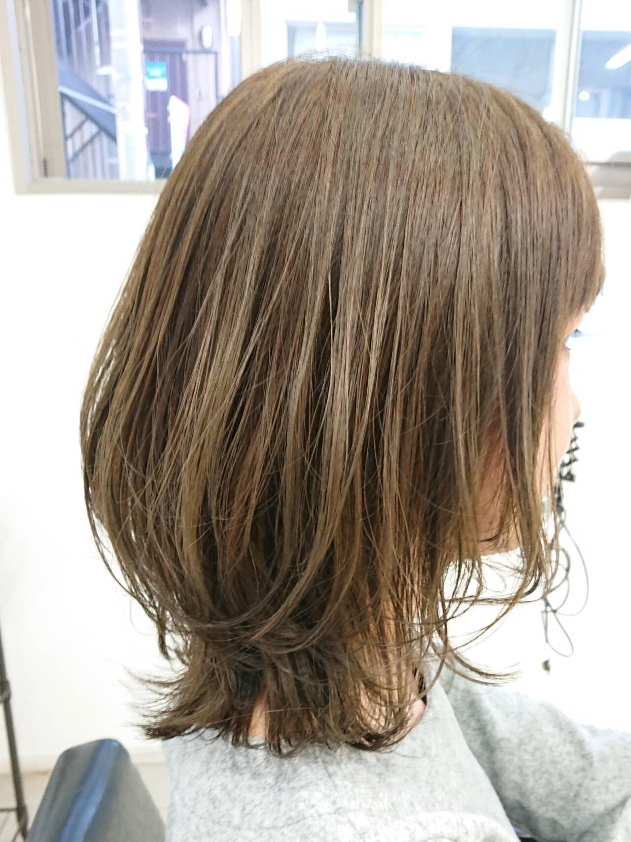 ウルフカット アッシュ ミディアム 簡単スタイリングヘアスタイルや髪型の写真・画像