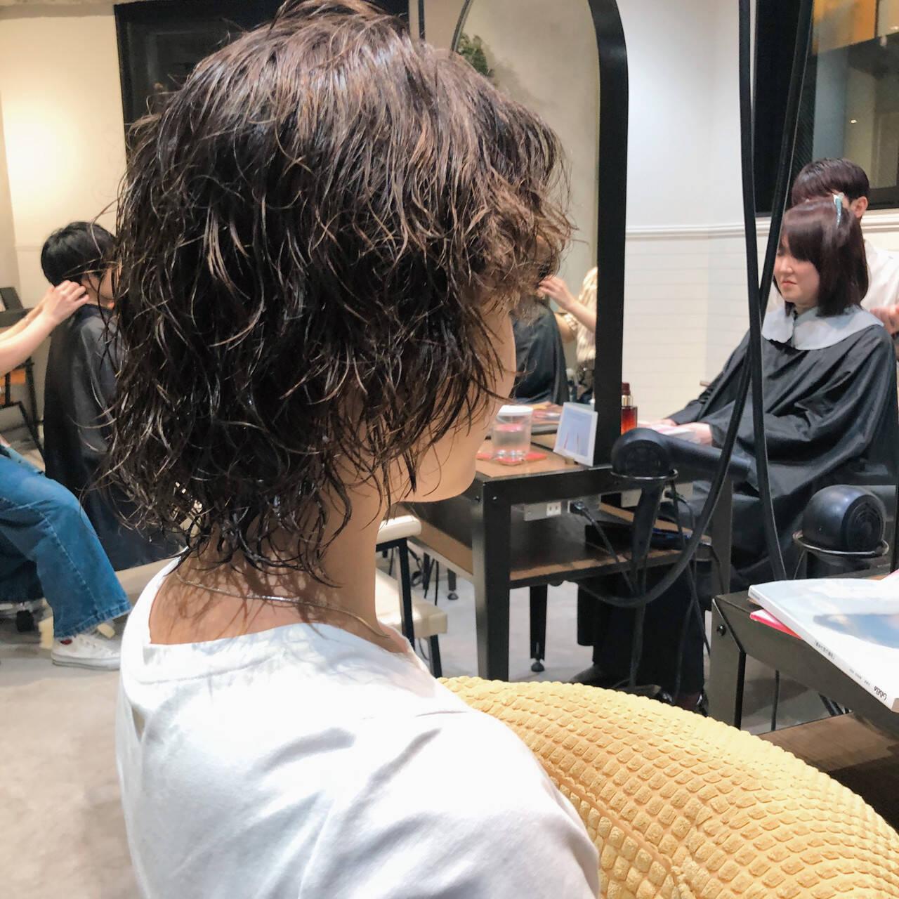 マッシュウルフ ストリート ウルフカット カジュアルヘアスタイルや髪型の写真・画像