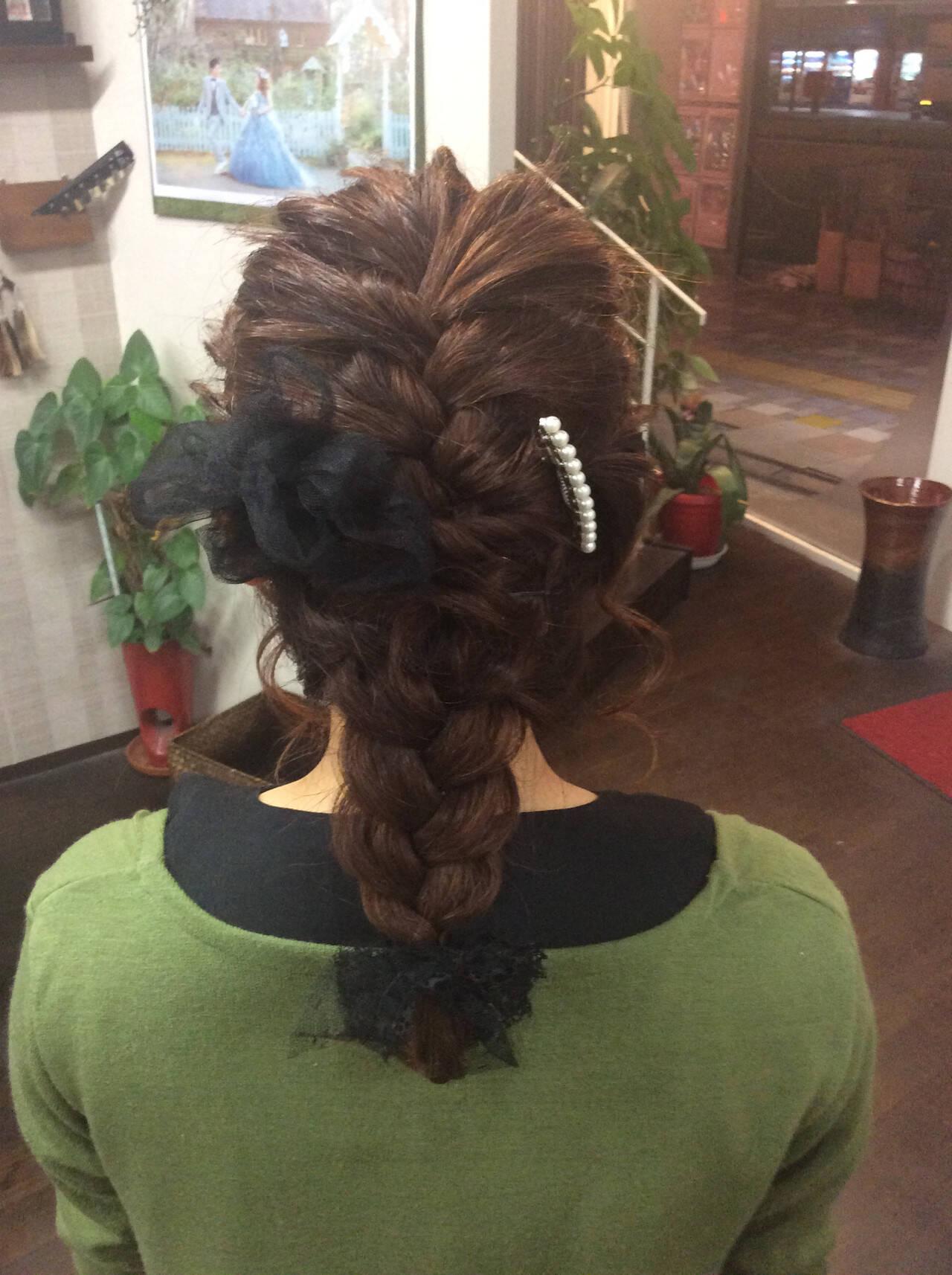 編み込み ミディアム ヘアカラー ナチュラルヘアスタイルや髪型の写真・画像