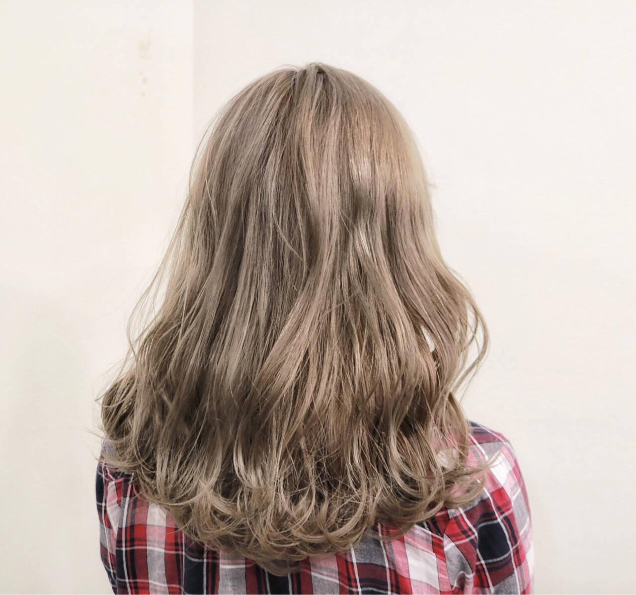 デート フェミニン ミルクティーベージュ セミロングヘアスタイルや髪型の写真・画像