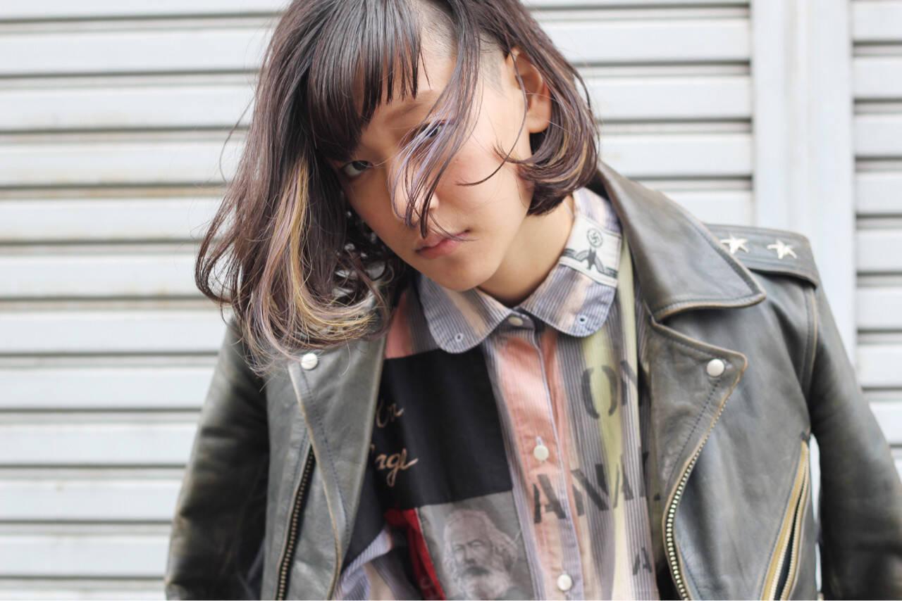 暗髪 インナーカラー ストレート ストリートヘアスタイルや髪型の写真・画像