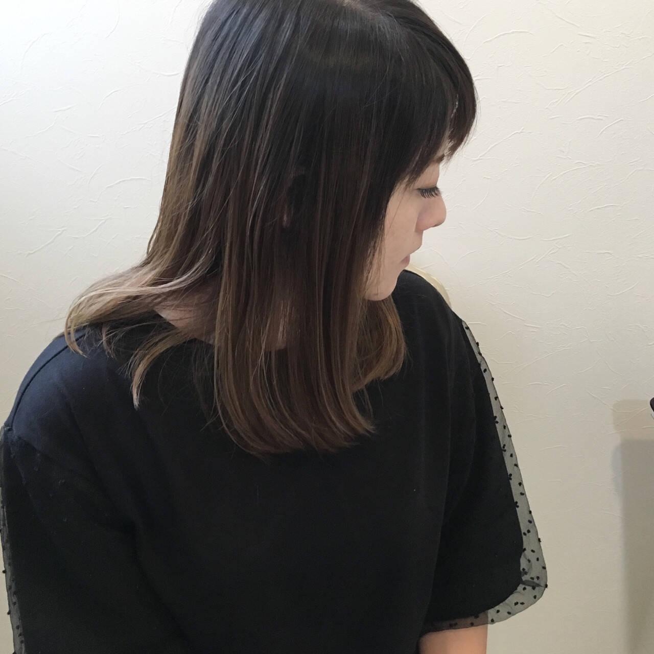 バレイヤージュ ストレート ハイライト 大人女子ヘアスタイルや髪型の写真・画像