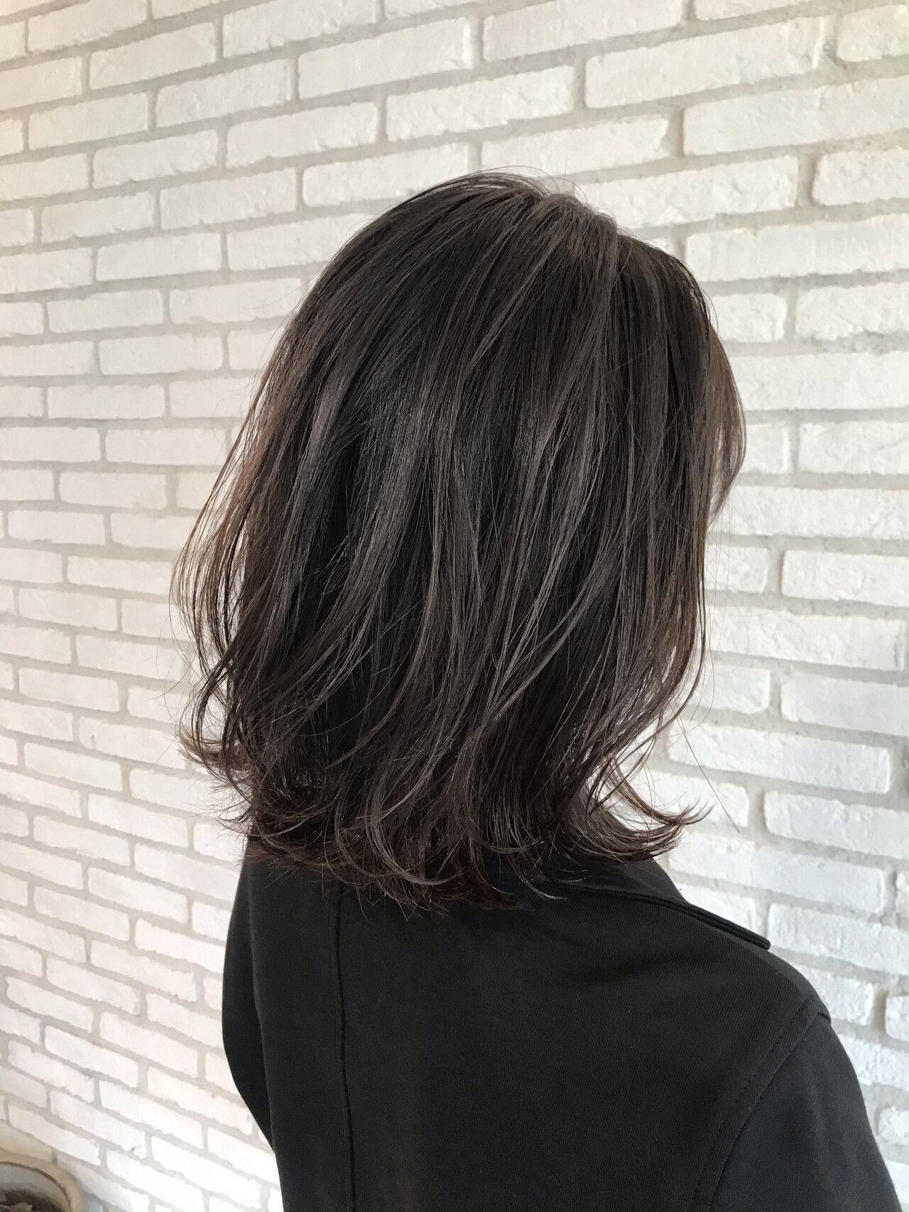 ミディアムヘアー コンサバ デジタルパーマ ひし形シルエットヘアスタイルや髪型の写真・画像