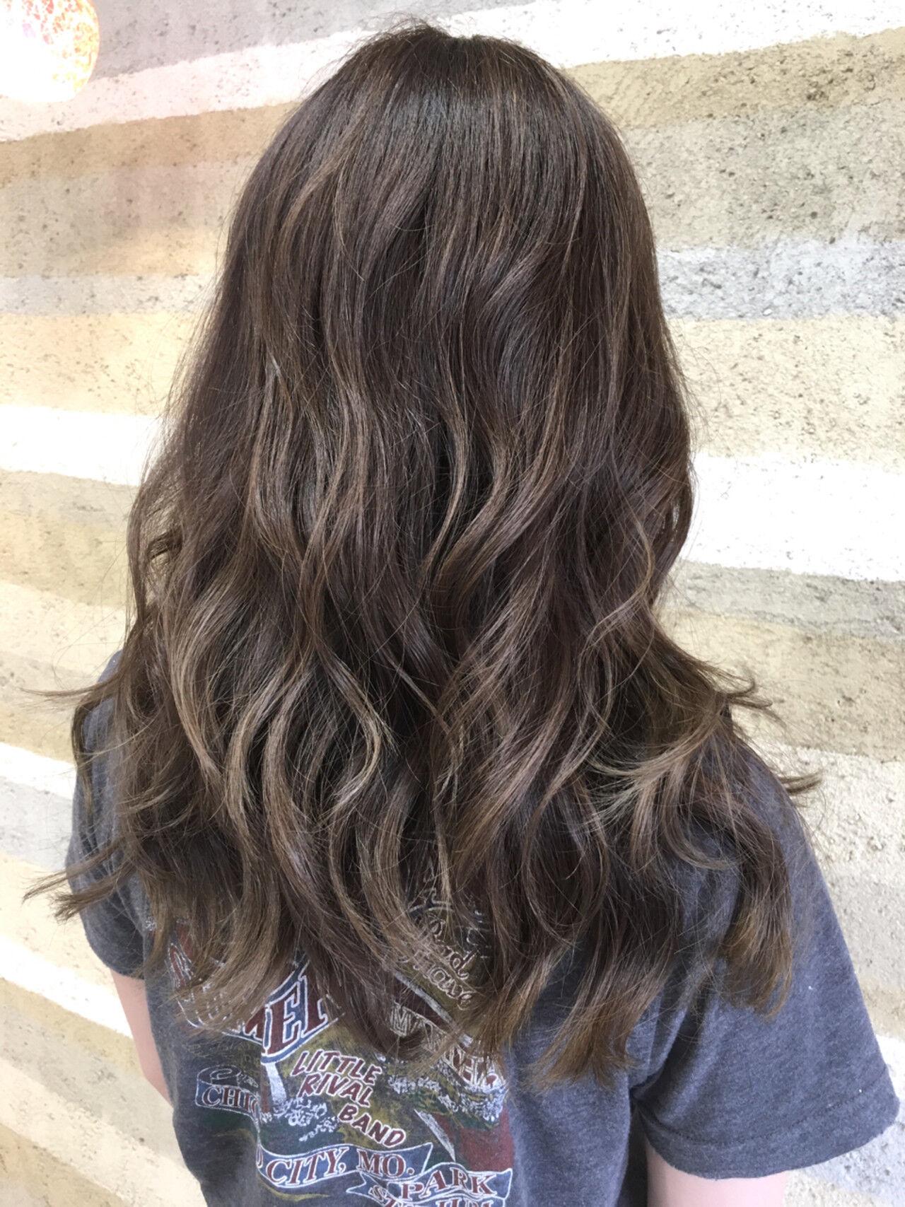 ウェーブ ロング グラデーションカラー ナチュラルヘアスタイルや髪型の写真・画像