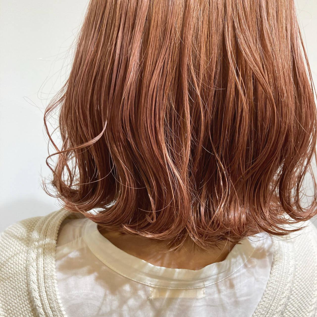 ボブ ダブルカラー ピンクベージュ ハイトーンカラーヘアスタイルや髪型の写真・画像