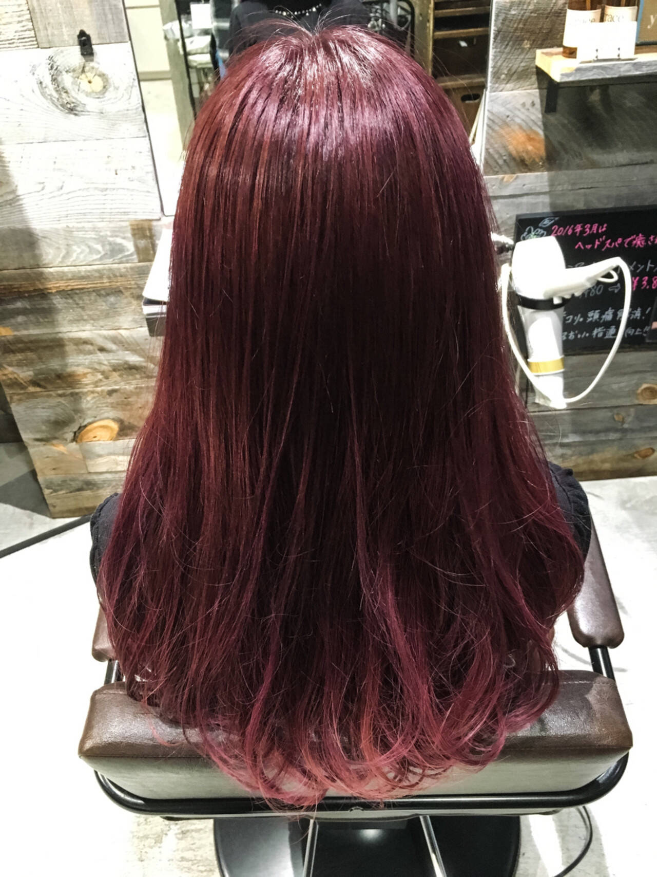 色気 ボルドー ストリート レッドヘアスタイルや髪型の写真・画像