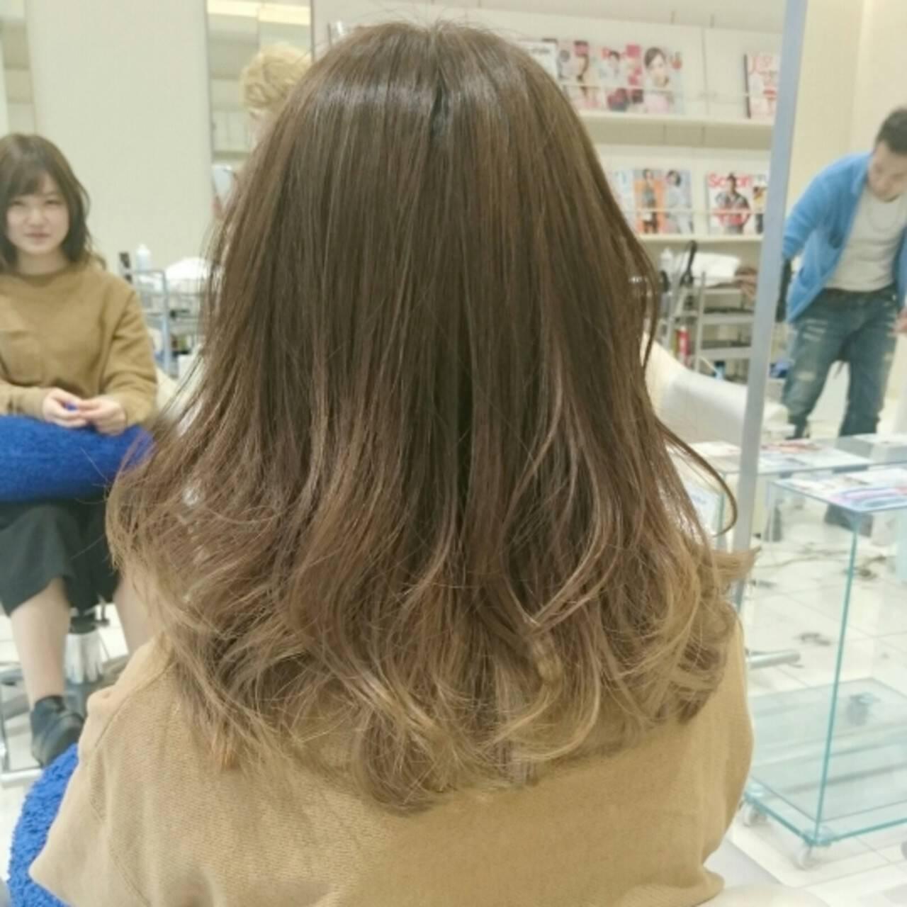 グラデーションカラー セミロング 外国人風 ガーリーヘアスタイルや髪型の写真・画像