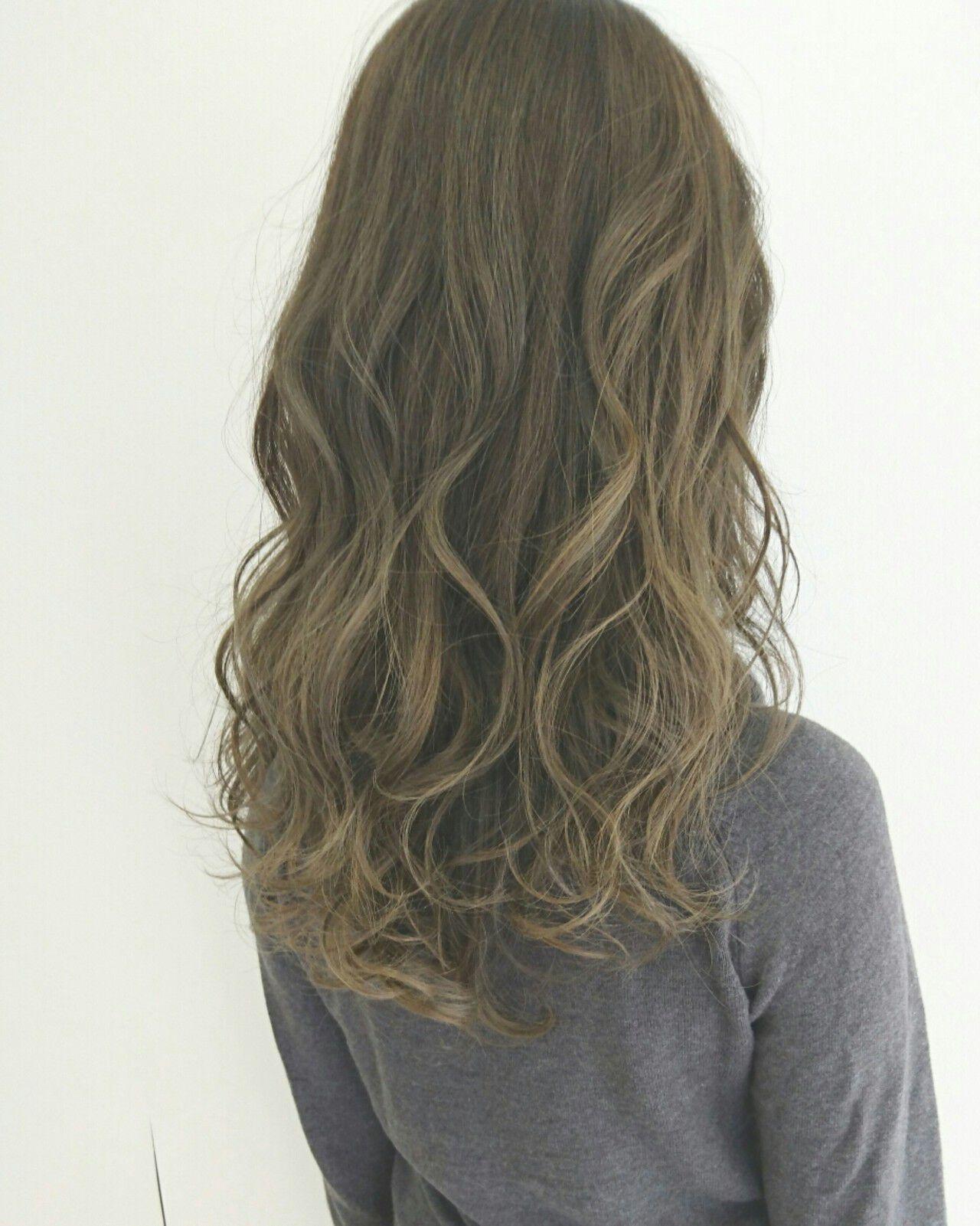 大人かわいい 外国人風 グラデーションカラー グレージュヘアスタイルや髪型の写真・画像