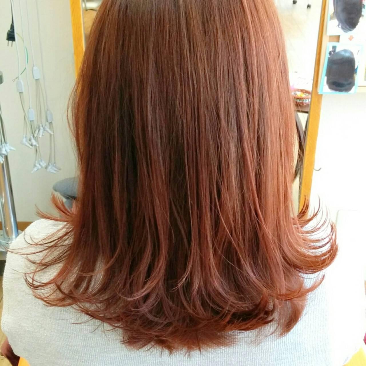 外ハネ ガーリー ショート レッドヘアスタイルや髪型の写真・画像