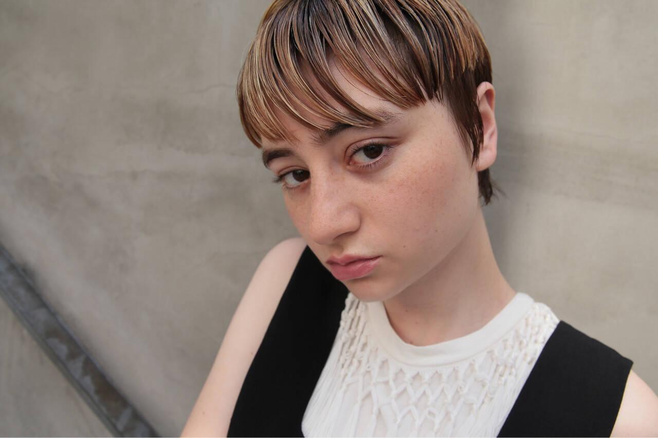 ショート モード ハイライト マッシュヘアスタイルや髪型の写真・画像