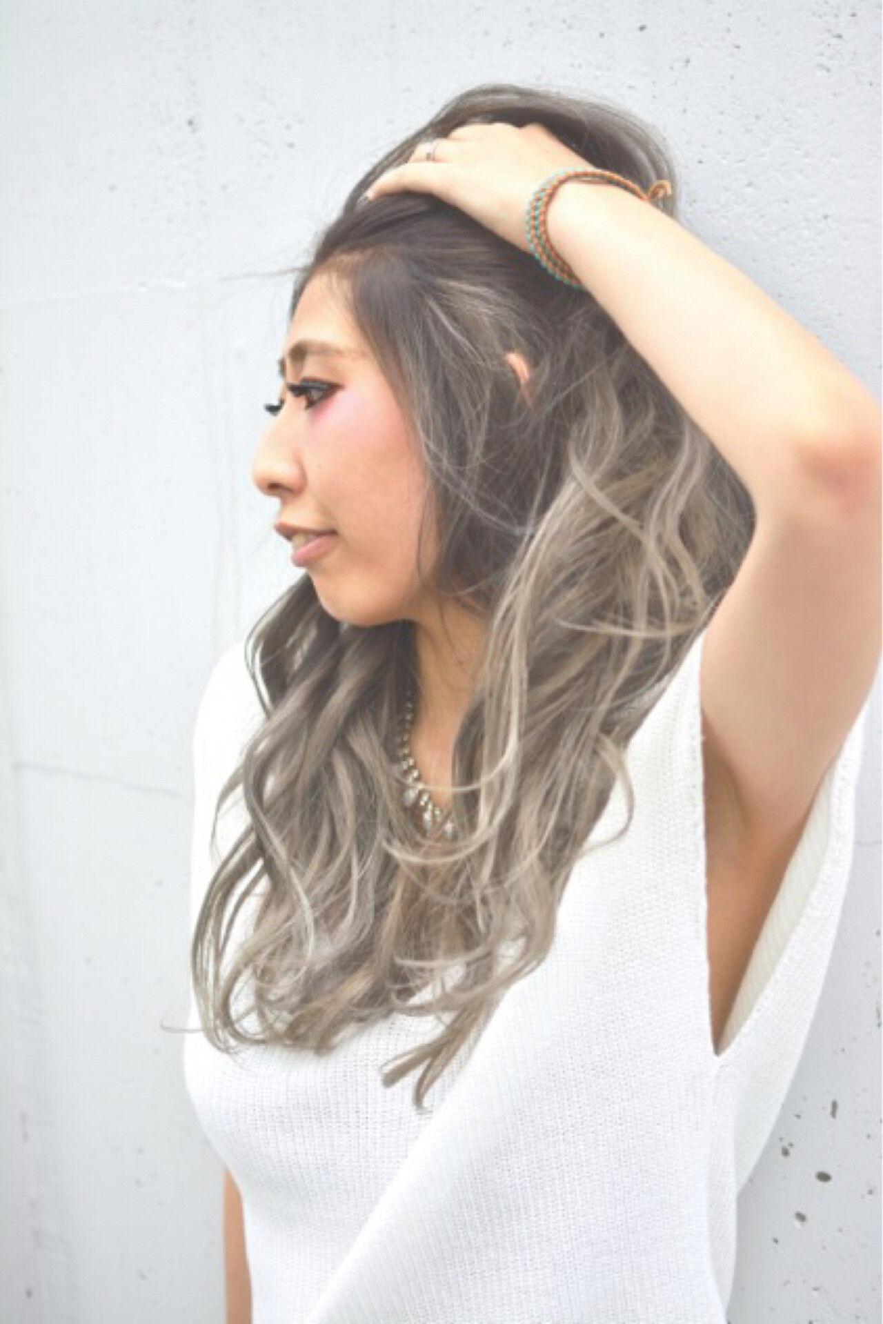 グラデーションカラー アッシュ ロング ハイライトヘアスタイルや髪型の写真・画像