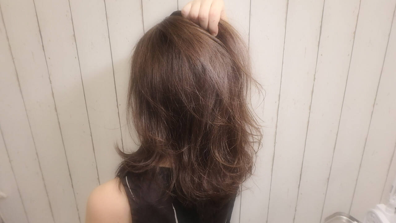 ナチュラル レイヤーカット アッシュ セミロングヘアスタイルや髪型の写真・画像