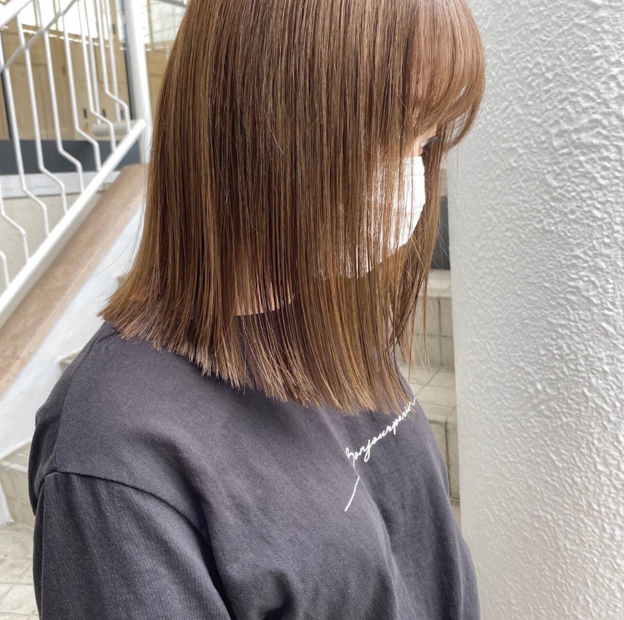 ハイトーンカラー ベージュカラー ミディアム ナチュラルヘアスタイルや髪型の写真・画像