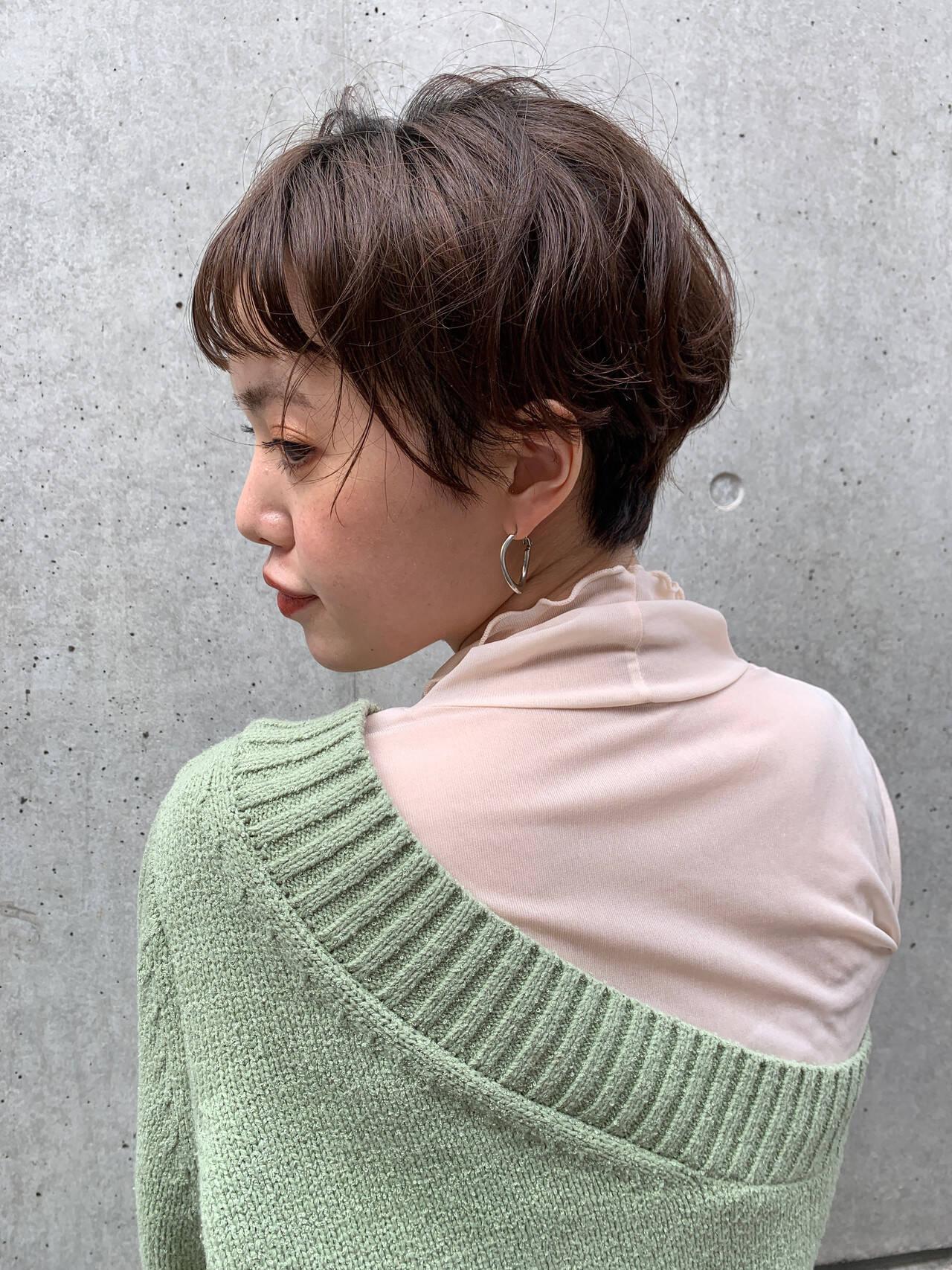ショートヘア ショートボブ ナチュラル パーマヘアスタイルや髪型の写真・画像