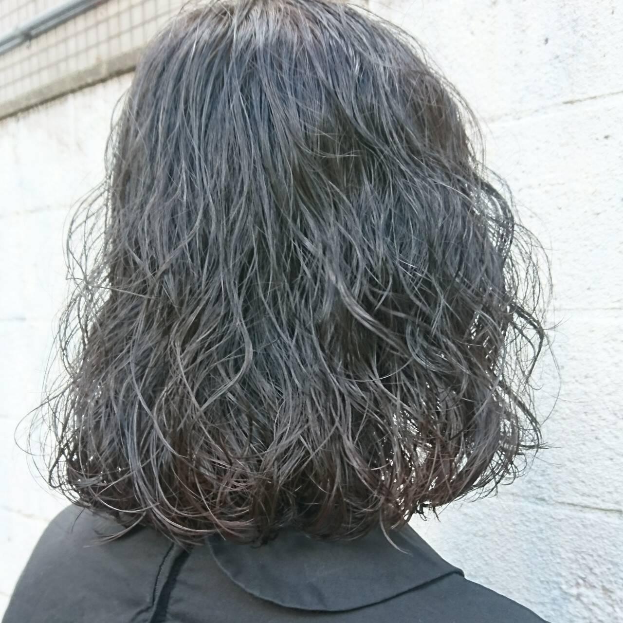 ボブ 切りっぱなし ニュアンス ブルージュヘアスタイルや髪型の写真・画像