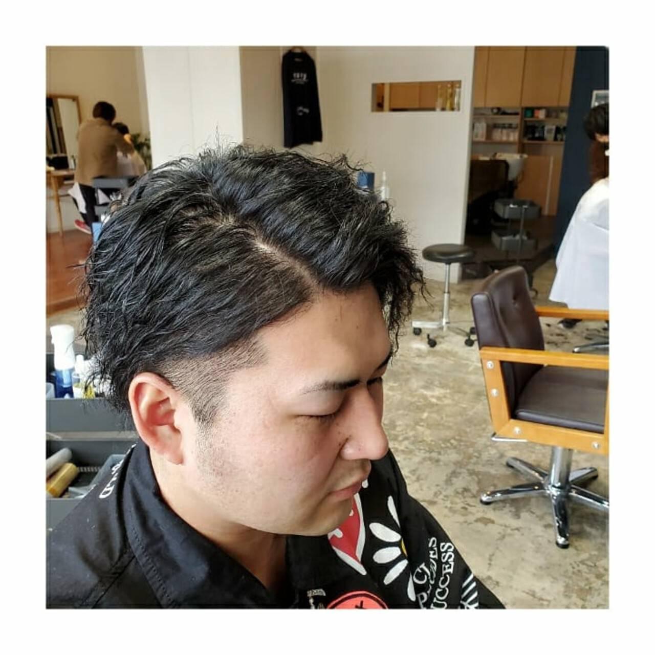 メンズカット メンズパーマ メンズヘア ナチュラルヘアスタイルや髪型の写真・画像