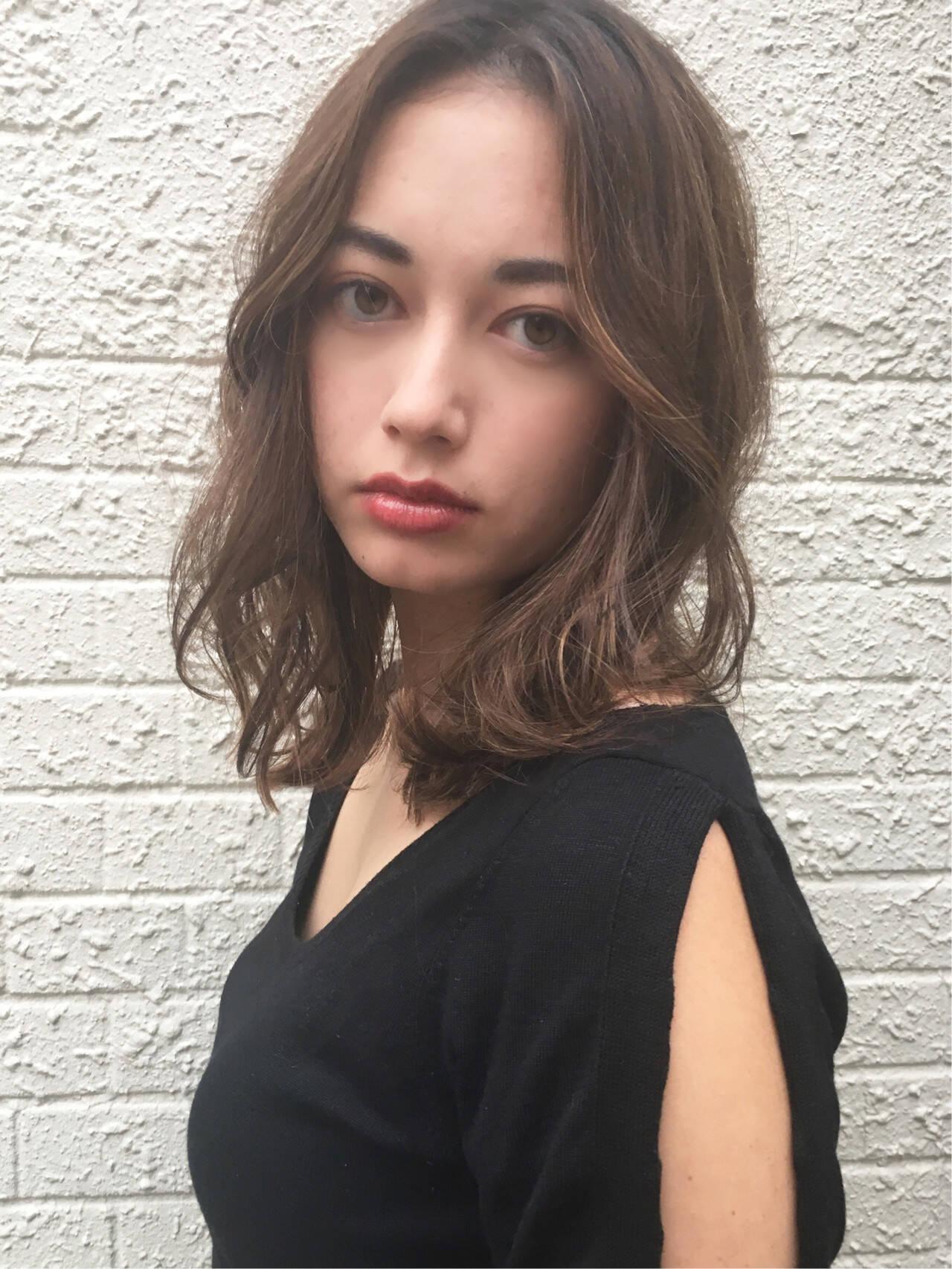 ナチュラル セミロング センターパート 女子力ヘアスタイルや髪型の写真・画像