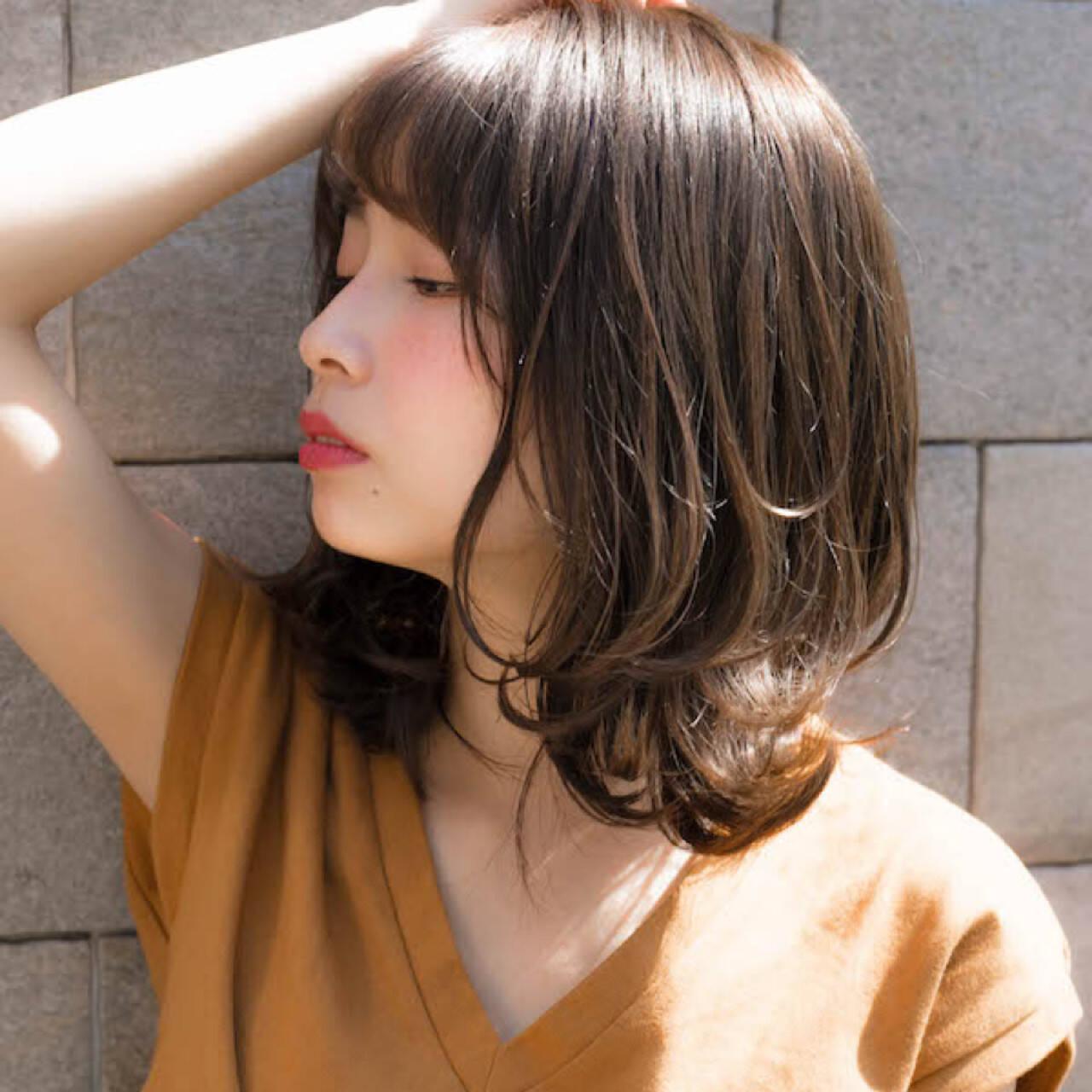 デート パーマ ミディアム 前髪ありヘアスタイルや髪型の写真・画像