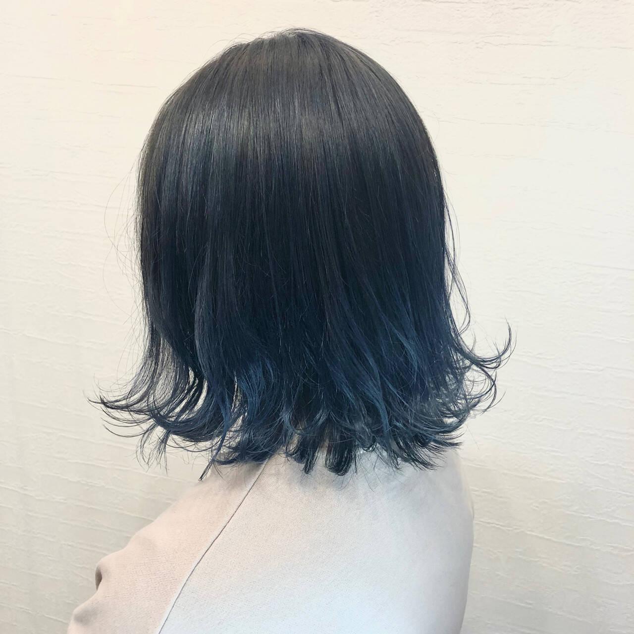ネイビーカラー インナーカラー ネイビーブルー ボブヘアスタイルや髪型の写真・画像