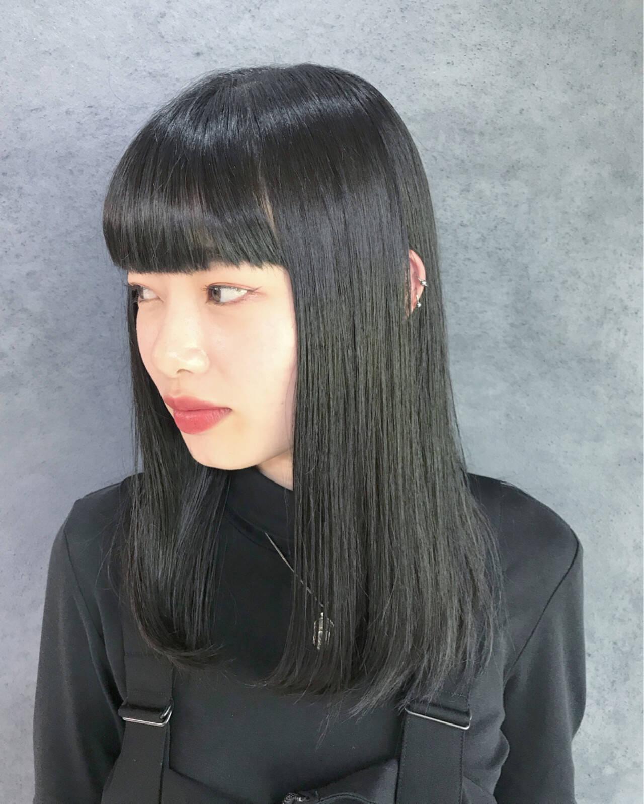 ダークトーン ダークグレー ロング ダークカラーヘアスタイルや髪型の写真・画像