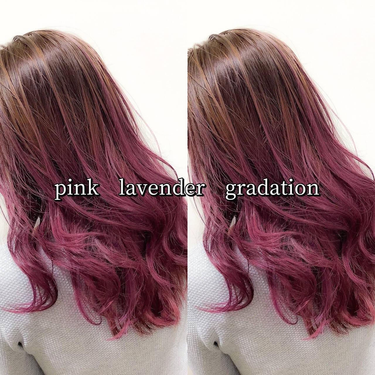 セミロング ラベンダーピンク ピンクラベンダー ストリートヘアスタイルや髪型の写真・画像
