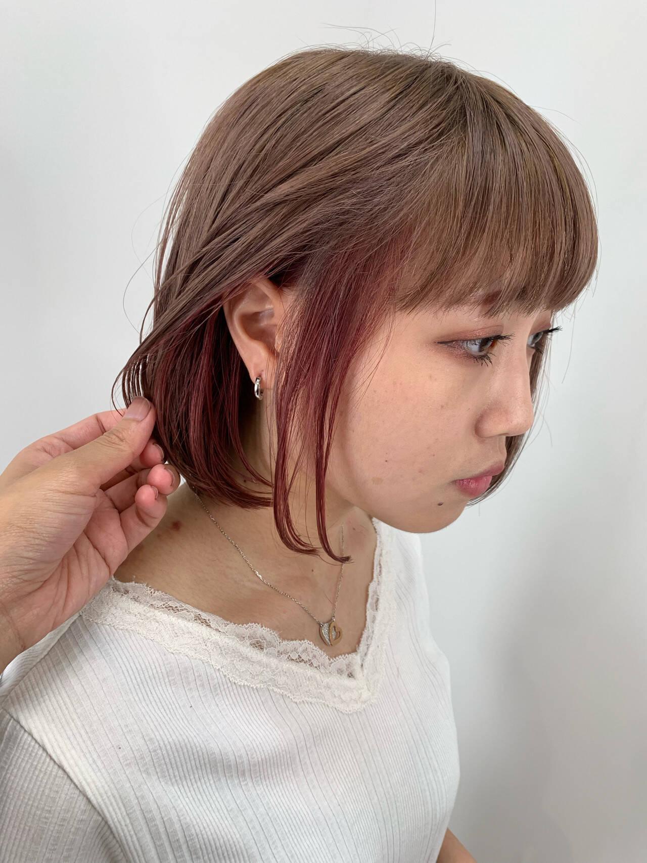 インナーカラー ピンクベージュ ミニボブ ガーリーヘアスタイルや髪型の写真・画像